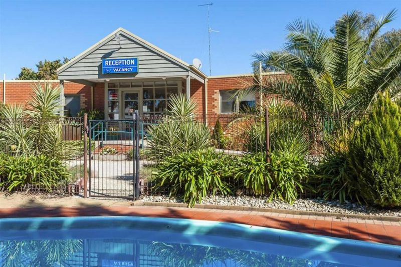 COMFORT INN COACH AND BUSHMANS - Accommodation Yamba