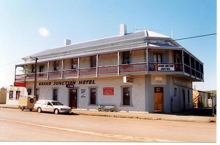 Grand Junction Hotel - Accommodation Yamba