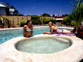 Mackay Motor Inn - Accommodation Yamba