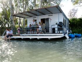 The Murray Dream Self Contained Moored Houseboat - Accommodation Yamba