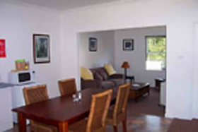 Giants' Table and Cottages - Accommodation Yamba