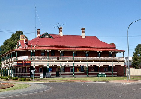 The New Coolamon Hotel - Accommodation Yamba