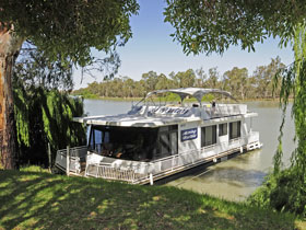 Boats and Bedzzz - The Murray Dream self-contained moored Houseboat - Accommodation Yamba
