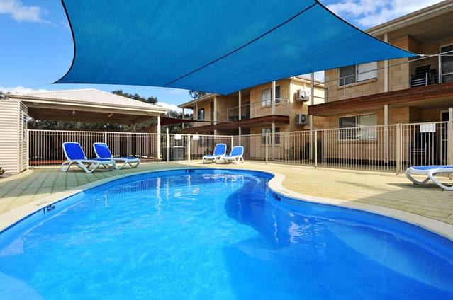 Lakeside Holiday Apartments - Accommodation Yamba