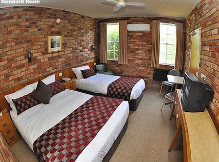 Log Cabin - Accommodation Yamba