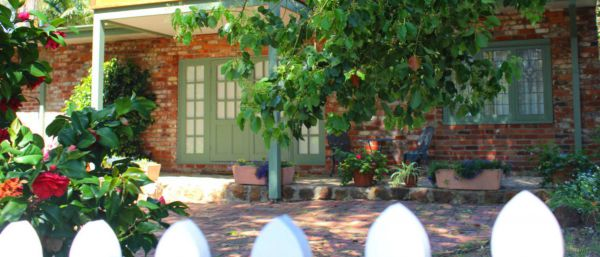 Kalamunda Carriages and Three Gums Cottage - Accommodation Yamba