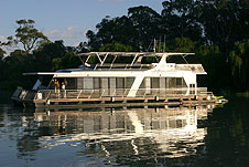 Whitewater Houseboat - Accommodation Yamba