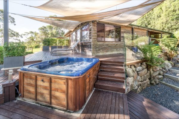 Coach House Hill Cottage - Accommodation Yamba