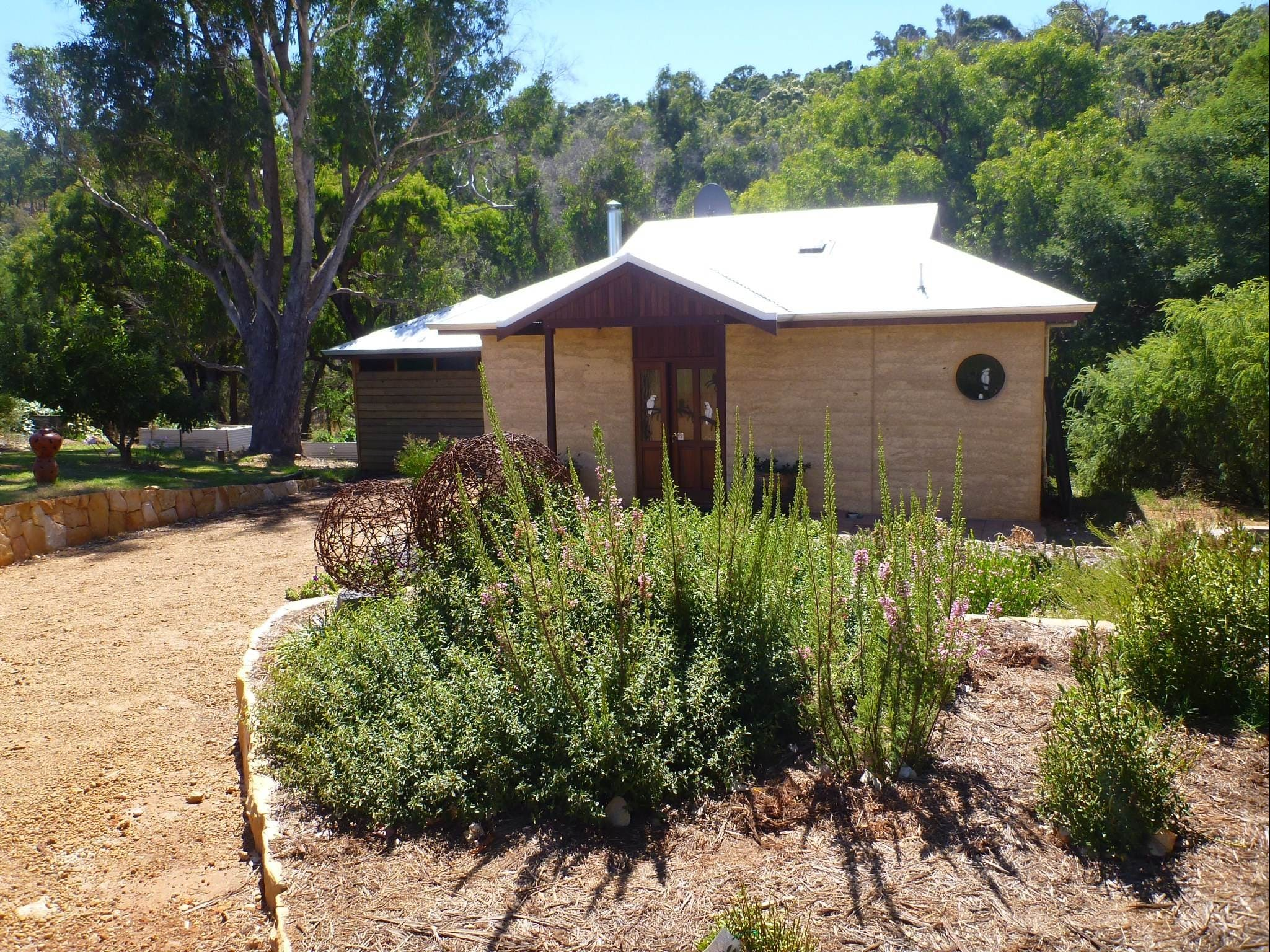 Jalbrook  Estate-  CottagesAlpacasGallery  Function Centre - Accommodation Yamba
