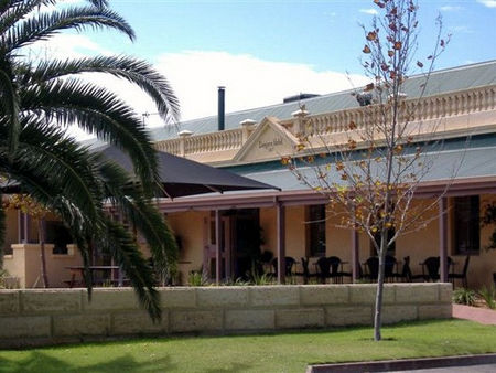 Dongara Hotel Motel - Accommodation Yamba