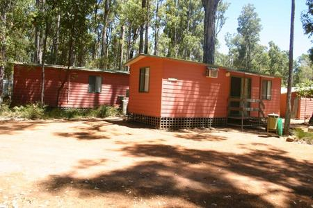 Dwellingup Chalets And Caravan Park - Accommodation Yamba