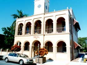 Mackay Town Hall - Accommodation Yamba