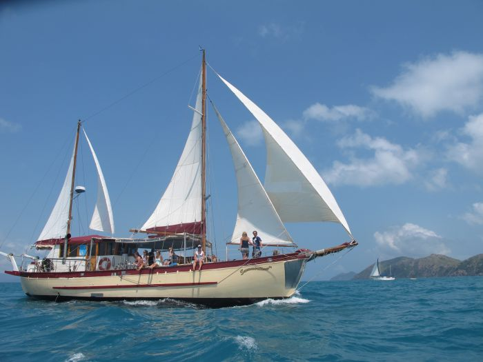 Adventure Cruise Dive and Outer Reef - Whitsundays Sailing Adventures - Accommodation Yamba