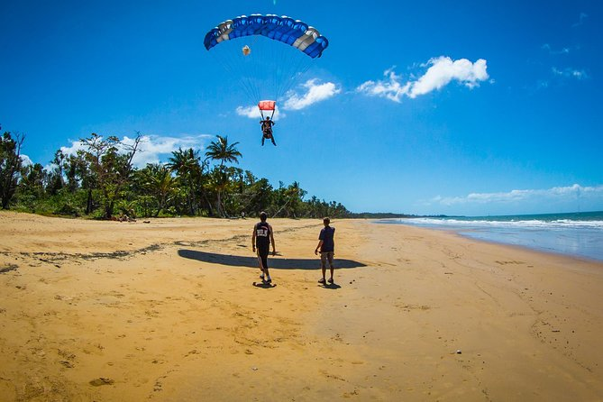 Beach Skydive from up to 15000ft over Mission Beach - Accommodation Yamba