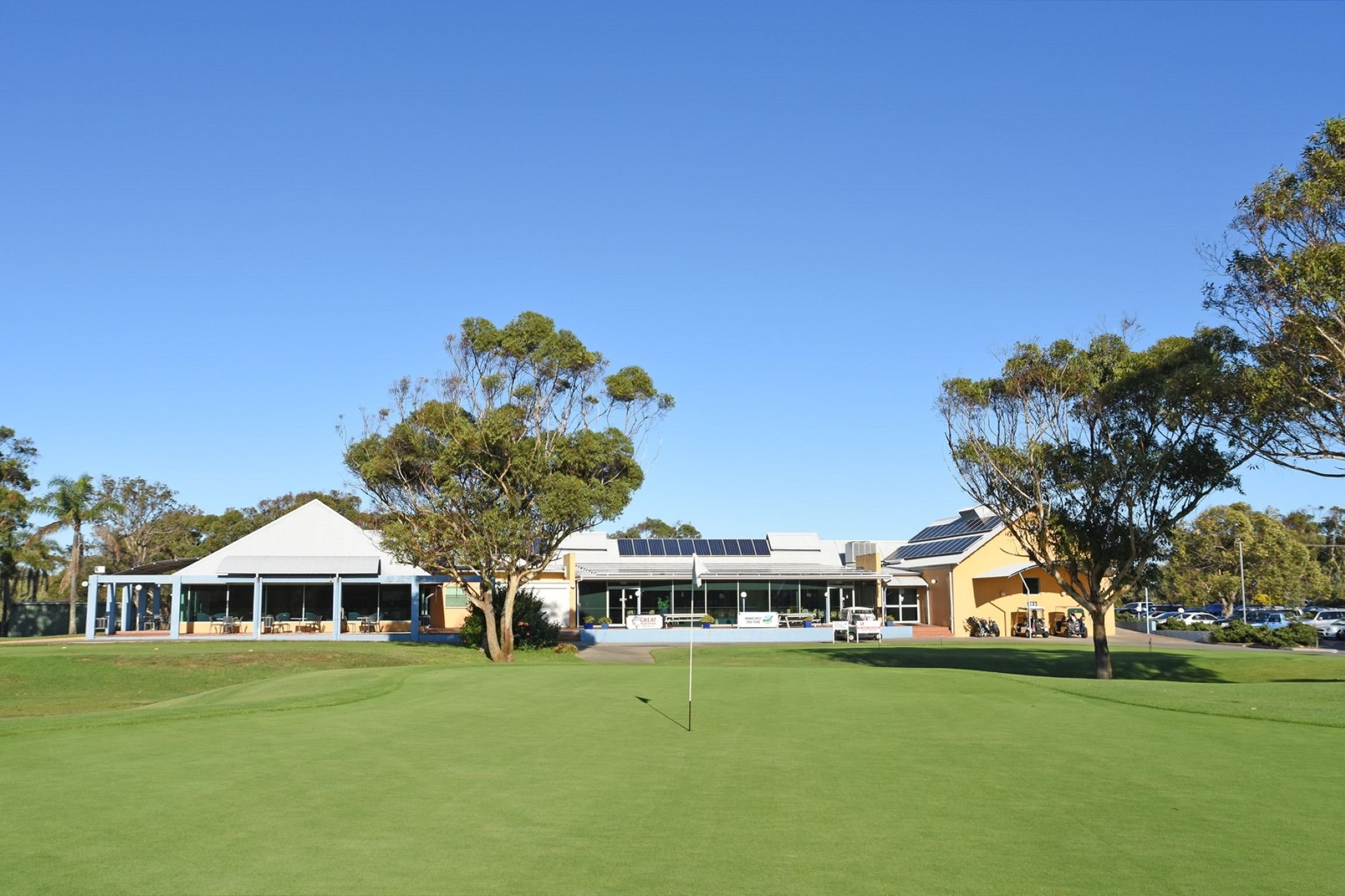 Hawks Nest Golf Club - Accommodation Yamba