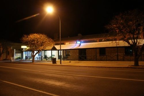 Riverton Hotel - Accommodation Yamba