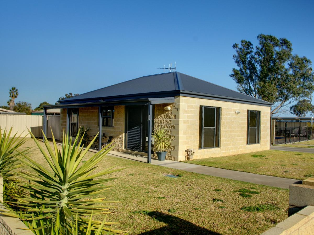 DBJ Holiday Units - Accommodation Yamba