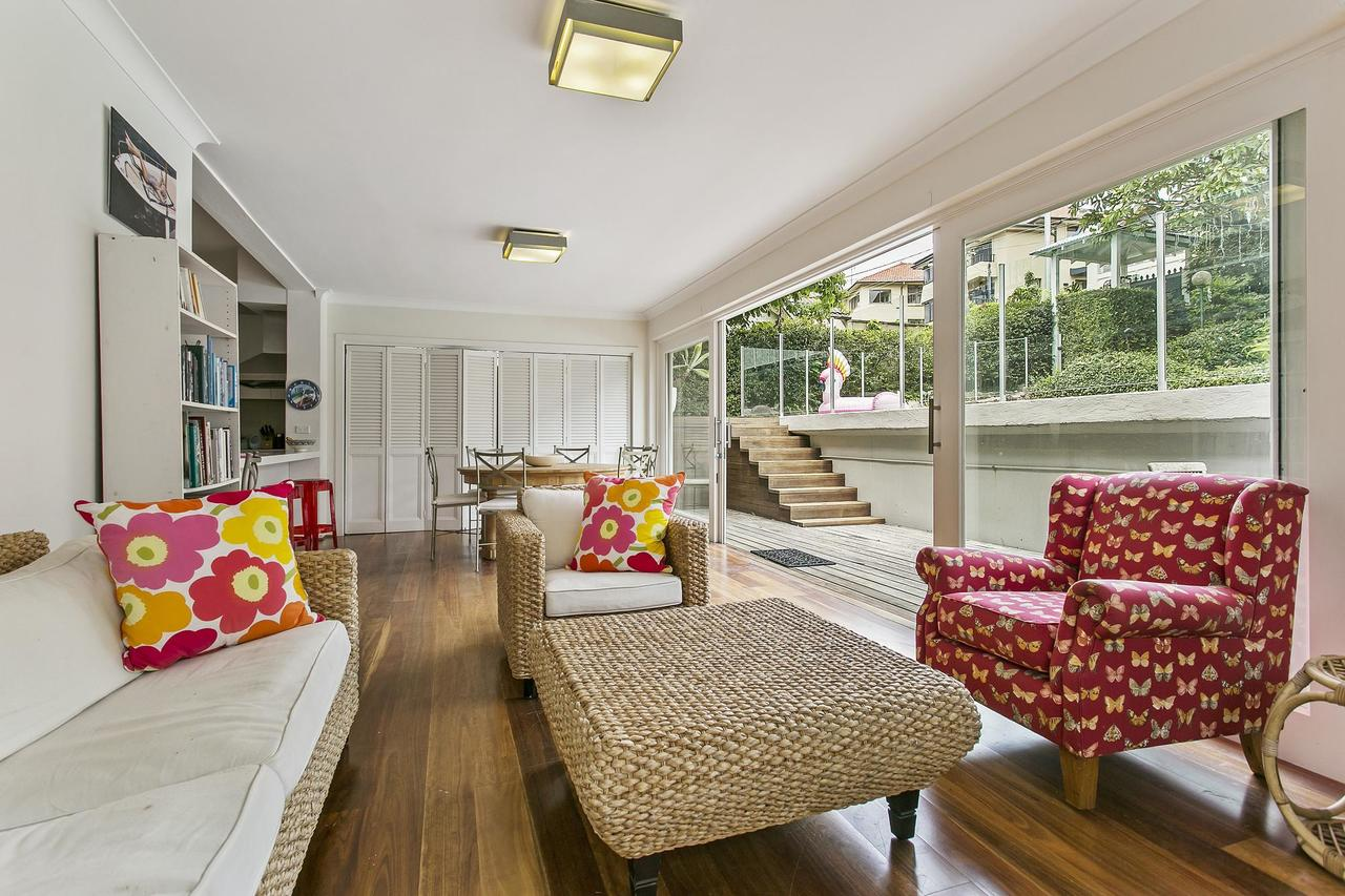 Summery spacious 4 bed home in Kurraba Point - Accommodation Yamba