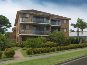 9 Braemar- skip hop and jump from everything - Accommodation Yamba