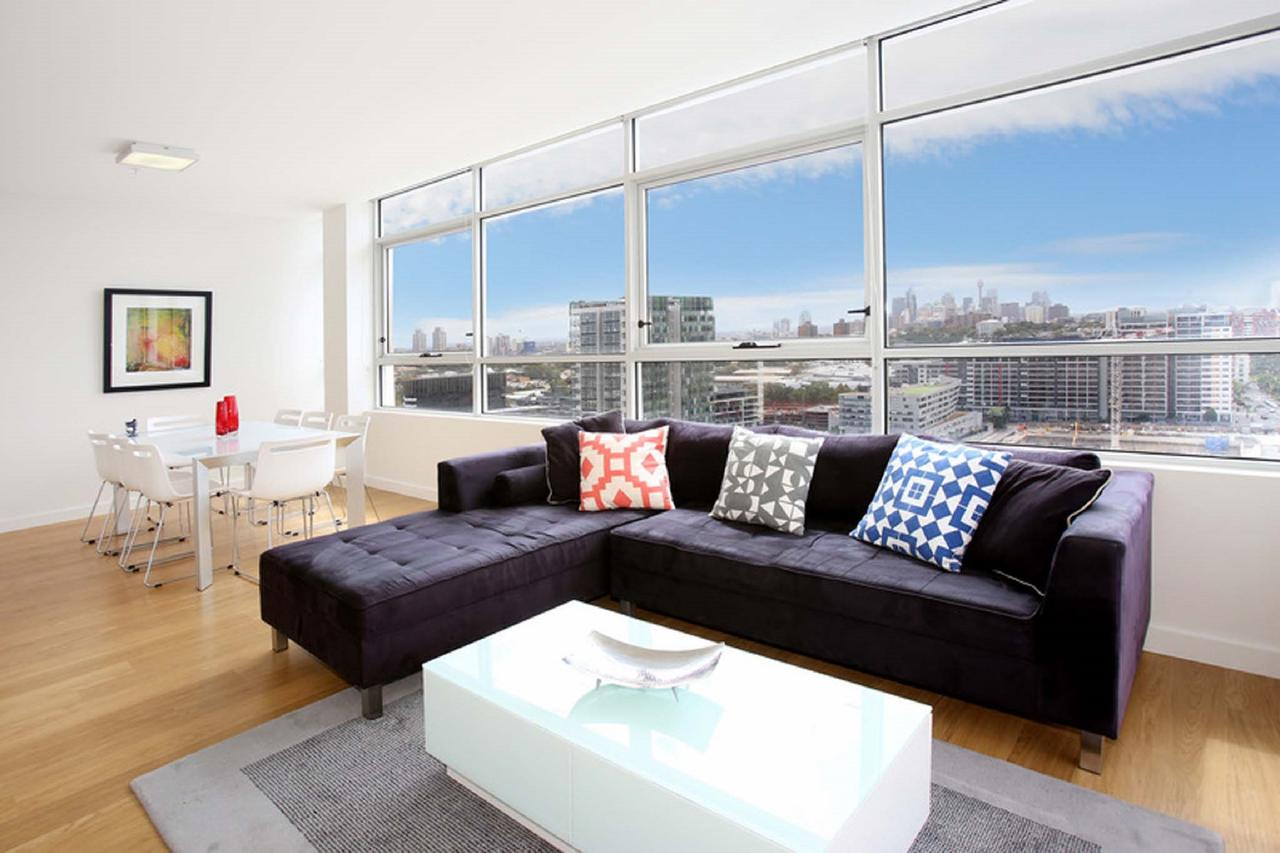Gadigal Groove - Modern and Bright 3BR Executive Apartment in Zetland with Views - Accommodation Yamba