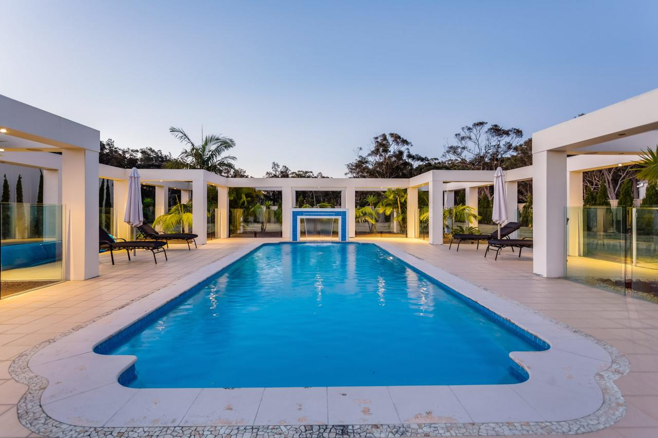 One Mile Mansion - Private Coastal Retreat FREE FAMILY ADVENTURE PASS - Accommodation Yamba
