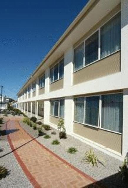 Edgewater Hotel - Accommodation Yamba