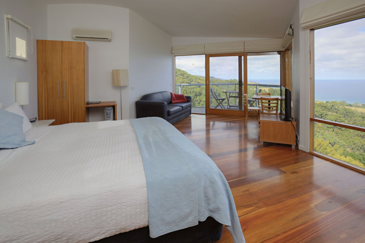 Chris's Beacon Point Restaurant  Villas - Accommodation Yamba