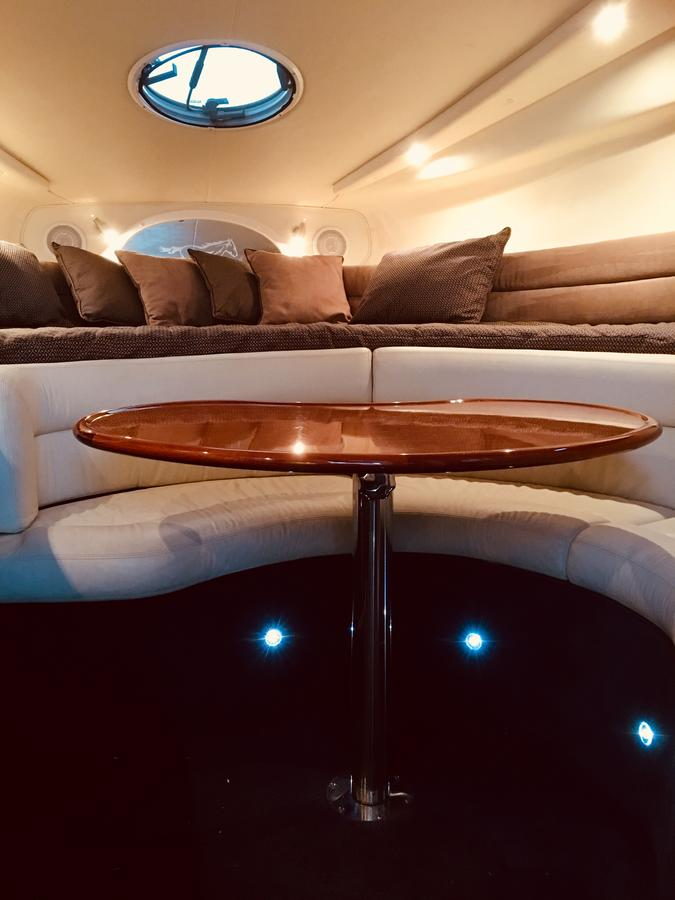 Luxury on the water Private luxurious boat - Accommodation Yamba