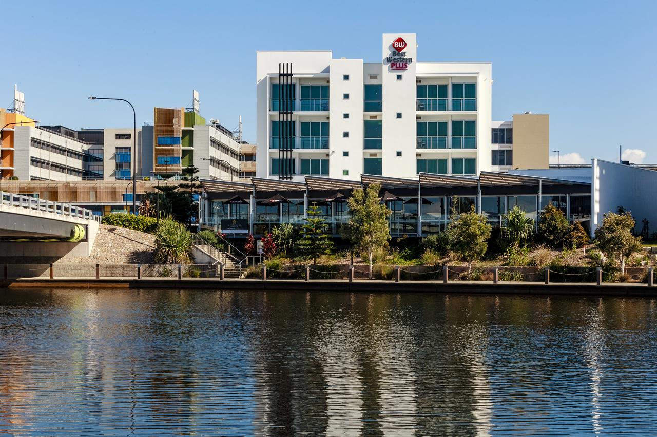 BEST WESTERN PLUS Lake Kawana Hotel - Accommodation Yamba